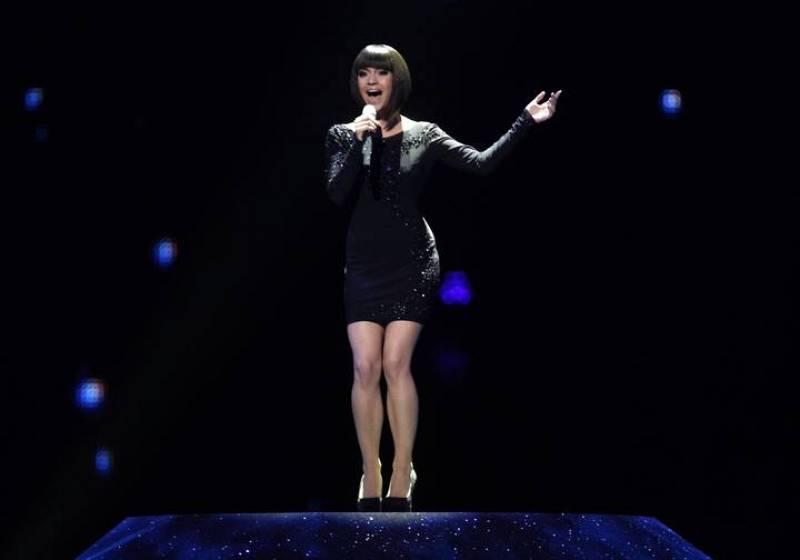 """Nadine Beiler, la candidata de Austria  durante su interpretación en la 2ª Semifinal de Eurovisión del tema """"The Secret is Love"""""""