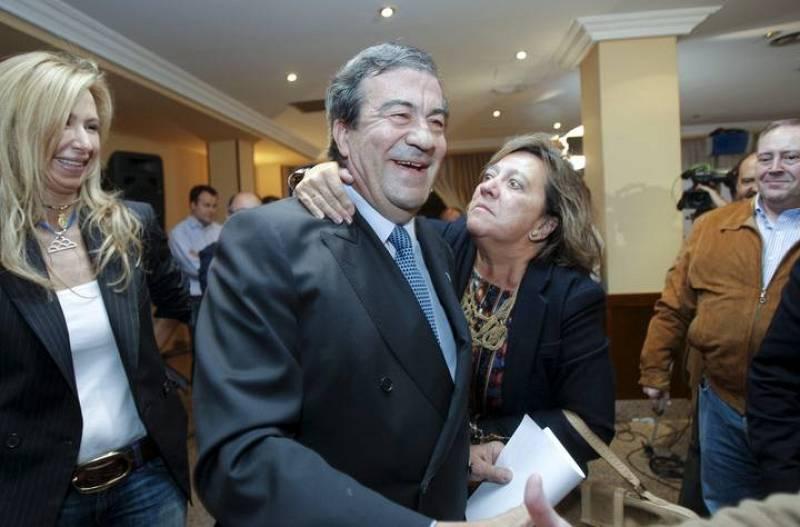 El candidato de Foro Asturias a la Presidencia del Principado, Francisco Álvarez Cascos, celebra la victoria de su partido esta noche en Oviedo.