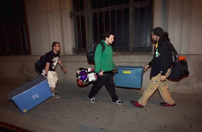 Los 'indignados' se van con sus pertenencias tras dos meses acampados cerca de Wall Street