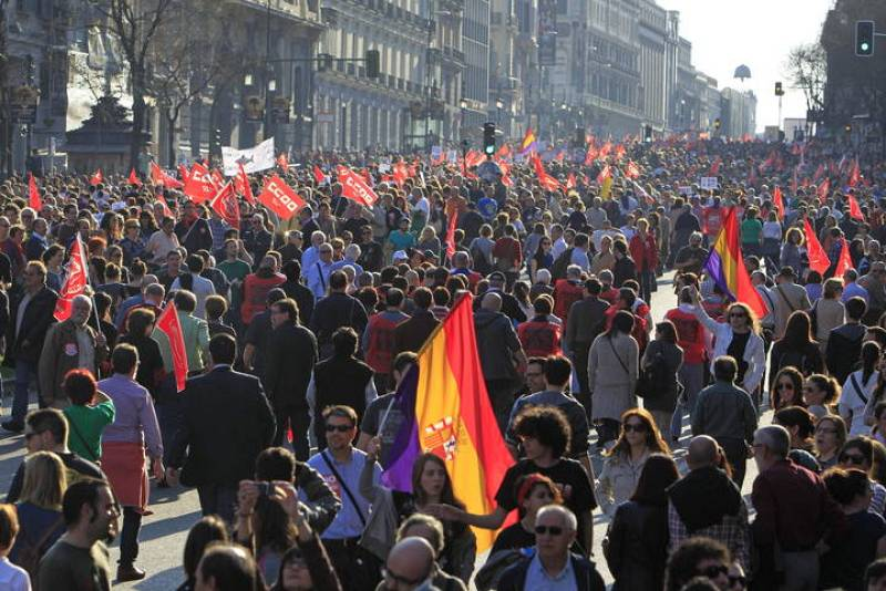 MILES DE PERSONAS SE MANIFIESTAN EN MADRID CONTRA LA REFIORMA LABORAL