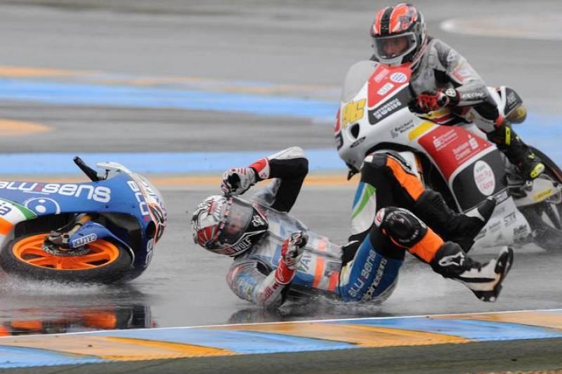 Maverick Viñales se fue al suelo cuando lideraba la carrera de Moto3.