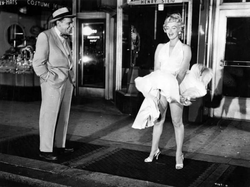 Marilyn Monroe y Tom Ewell en 'La tentación vive arriba'