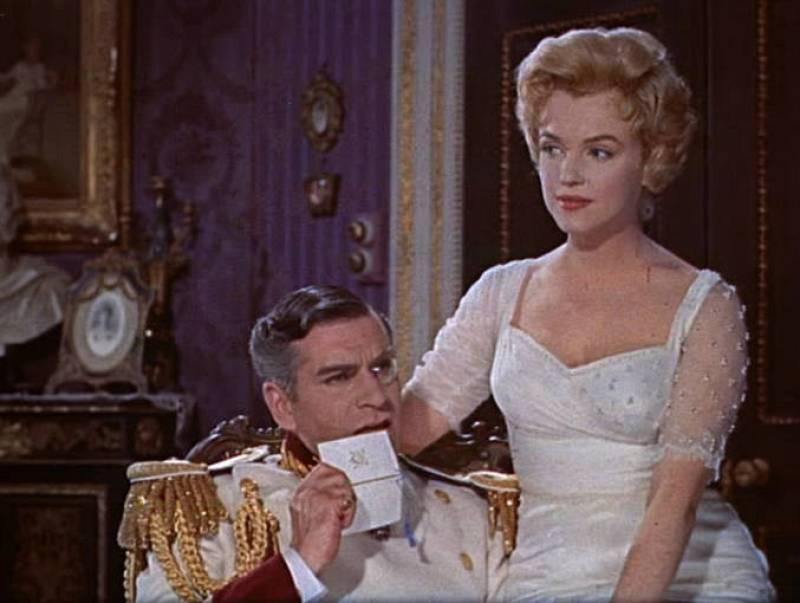 Fotograma de Marilyn Monroe y Laurence Olivier en el trailer de la película 'El príncipe y la corista', 1957.
