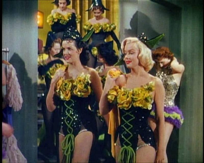 Fotograma de Marilyn Monroe y Jane Russell en 'Los caballeros las prefieren rubias', 1953.