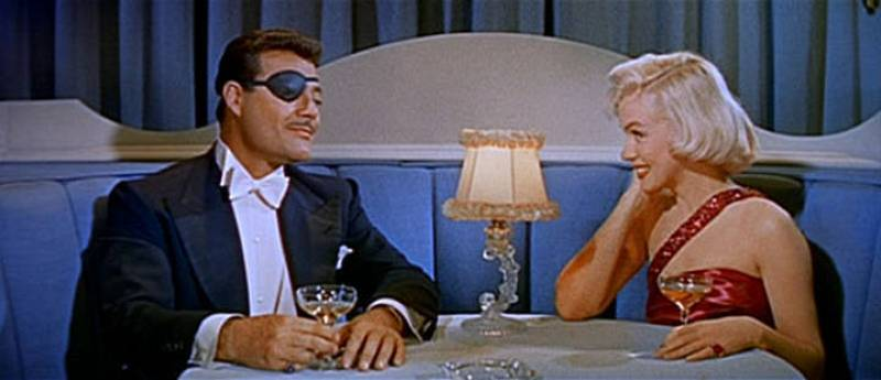 Fotograma de Marilyn Monroe y Alexander D'Arcy en el trailer de 'Cómo casarse con un millonario', 1953.
