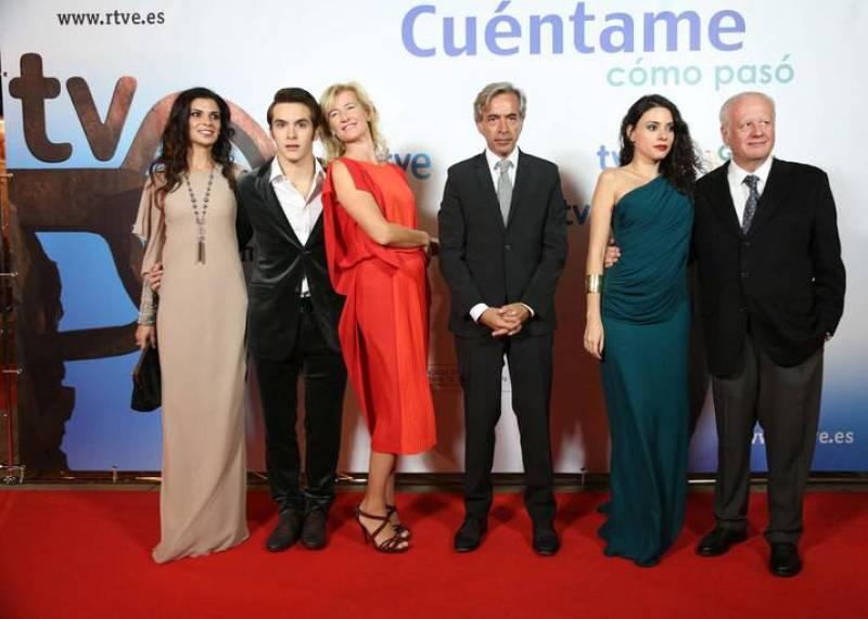 El Teatro Victoria Eugenia de San Sebastián ha acogido la alfombra roja de una premiere espectacular a la que ha acudido Imanol Arias, Ana Duato, Ricardo Gómez, Juan Echanove, Ana Arias y Pilar Punzano.
