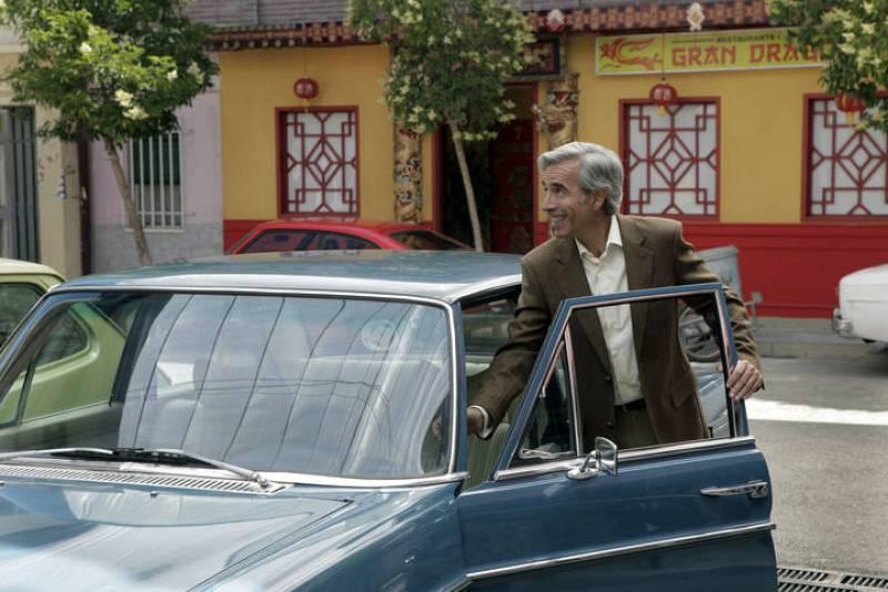 Como Antonio, que consigue que le devuelvan el dinero del banco de Granada y, lo primero que hace, es recuperar su Mercedes.