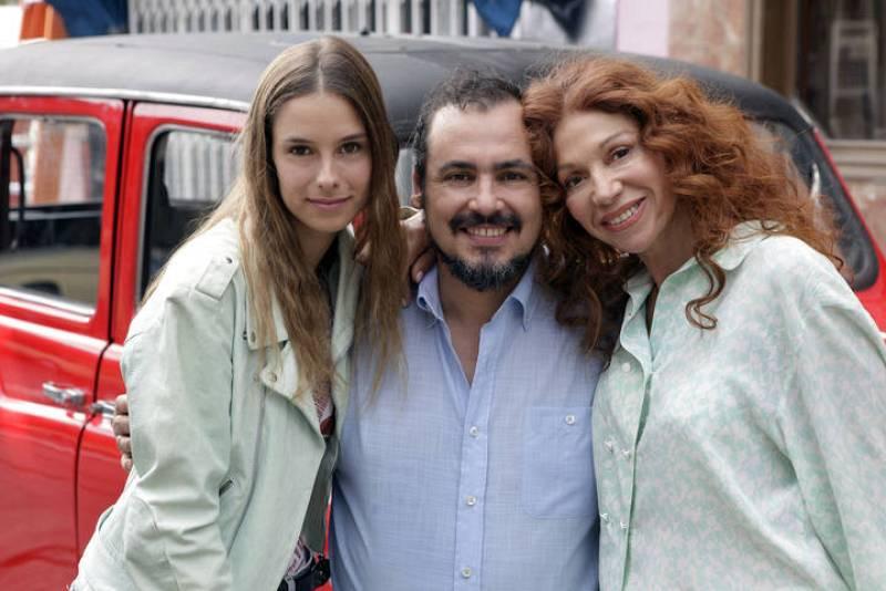 Se trata de Rodolfo Miravete y su familia. Después de más de casi dos décadas fuera de España, Rodolfo regresa a Sagrillas para emprender un negocio.