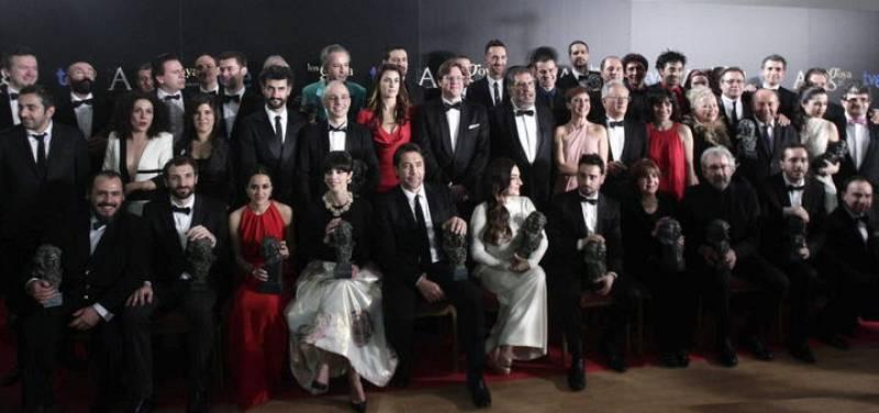 Todos los premiados en la XXVII Edición de los Premios Goya posan con sus respectivos galardones en el photocall.