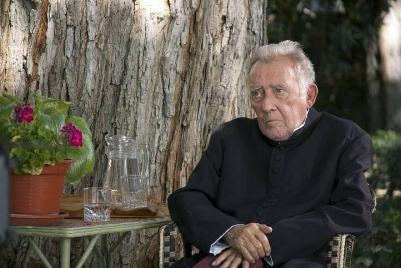 ¿Por qué don Mauro (quien ejecutó a su padre) quería darle dinero a su madre?