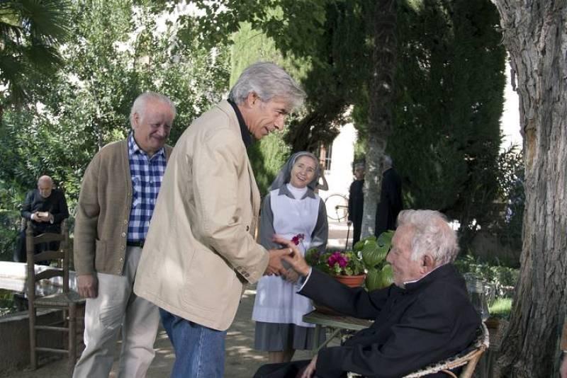 Antonio y Miguel visitan a don Bernando