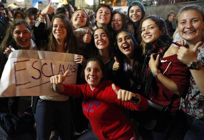 Los fieles argentinos celebran que el nuevo papa es uno de los suyos
