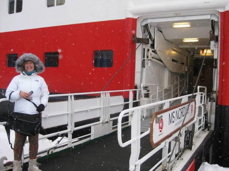 Esther embarca en el MS Nordlys de Hurtigruten