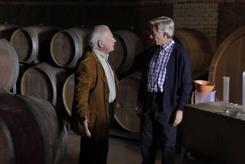 Antonio sigue en Sagrillas sacando adelante su nuevo negocio: la bodega de vinos que ha montado junto a Rodolfo Miravete.