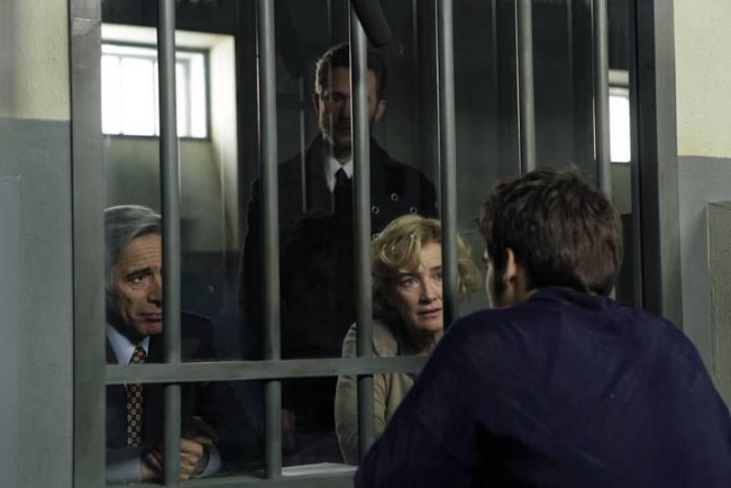 Primer encuentro de Carlos con su familia ya en la cárcel.