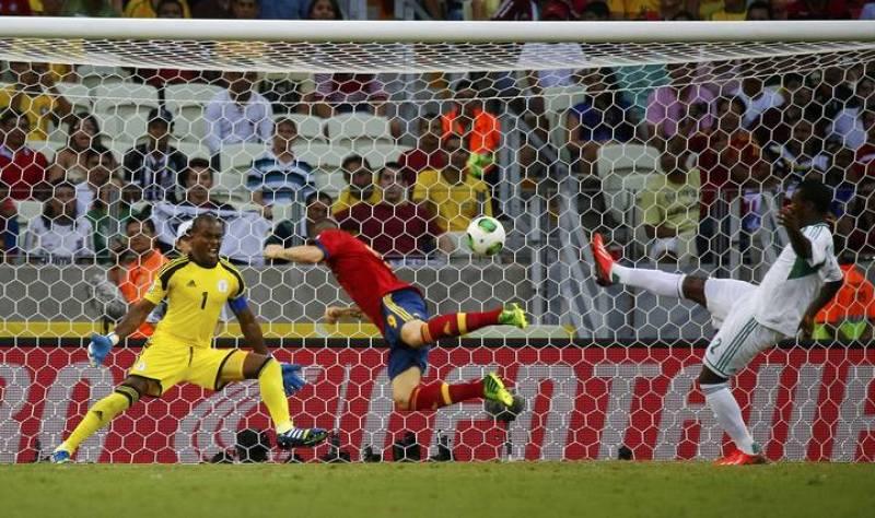 Momento en el que Fernando Torres anota de cabeza el segundo gol de España.