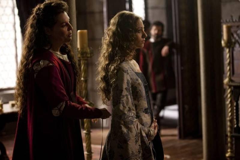 Isabel y Fernando, tras firmar la Concordia de Segovia vuelve a disfrutar de su matrimonio...