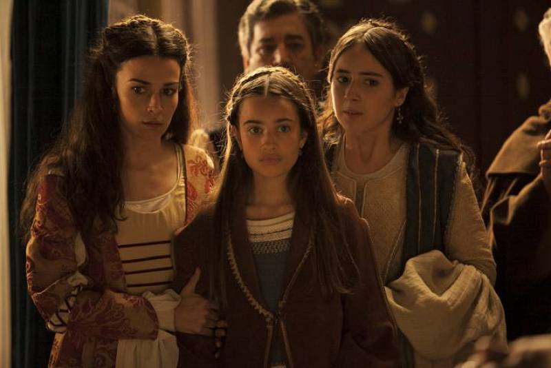 La Princesa Isabel, heredera de Castilla y Aragón hasta ese momento, tampoco se puede perder el momento