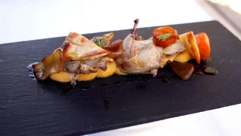 Codorniz escabechada con hummus