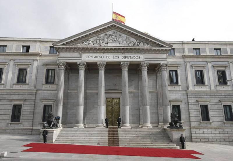 La capilla ardiente de Adolfo Suárez, instalada en el Congreso de los Diputados ha quedado cerrada a las 10:00 horas.