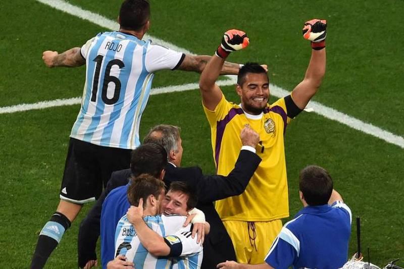 Romero celebra el pase.