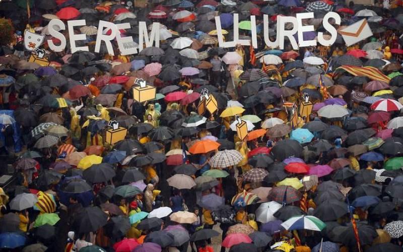 Movilización en Barcelona para pedir que se levante la suspensión de la consulta
