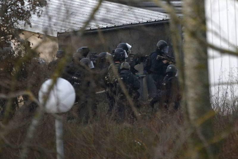 Los terroristas que atacaron 'Charlie Hebdo' han muerto tras el asalto policial  a una pequeña imprenta en una zona industrial de la localidad de Dammartin-en-Goele, al noreste de París (Francia).