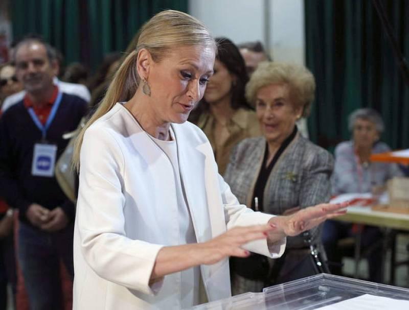 La candidata a la Comunidad de Madrid por el Partido Popular, Cristina Cifuentes, vota en los comicios locales y autónomicos que se celebran en España.