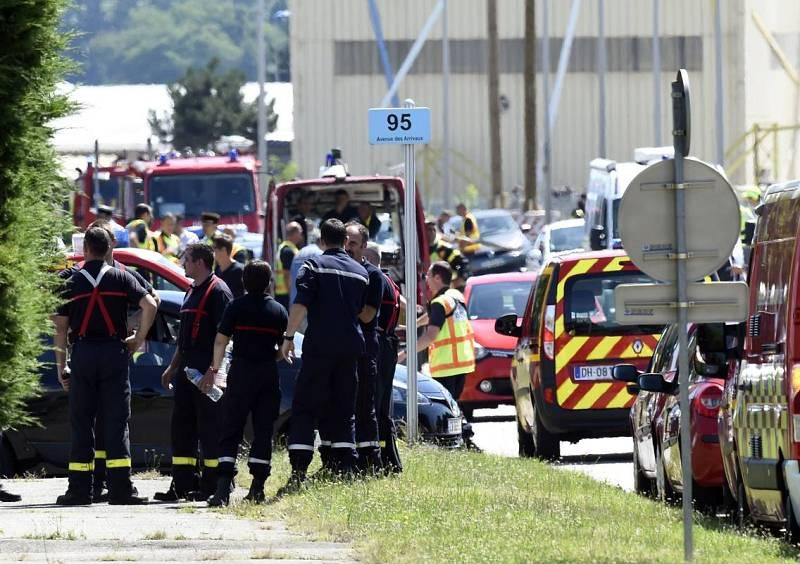 La policía francesa busca a uno de los atacantes de la fábrica de gas.