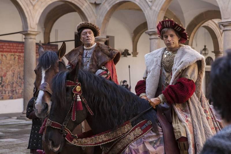 Carlos V y Chièvres llegan a Castilla, donde muy pocos les quieren