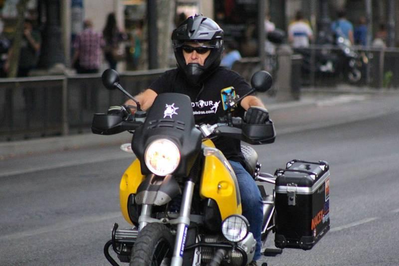 Miquel Silvestre conduciendo la moto