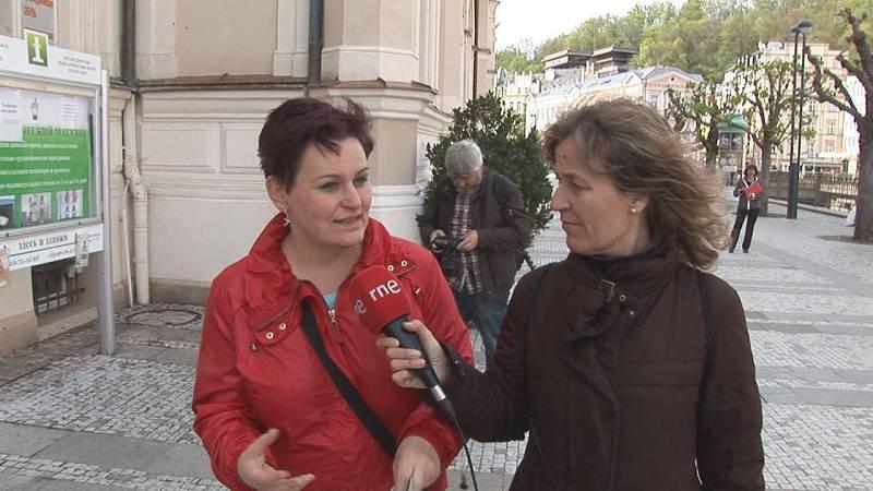 Katerina nos guía por las calles de Karlovy Vary.