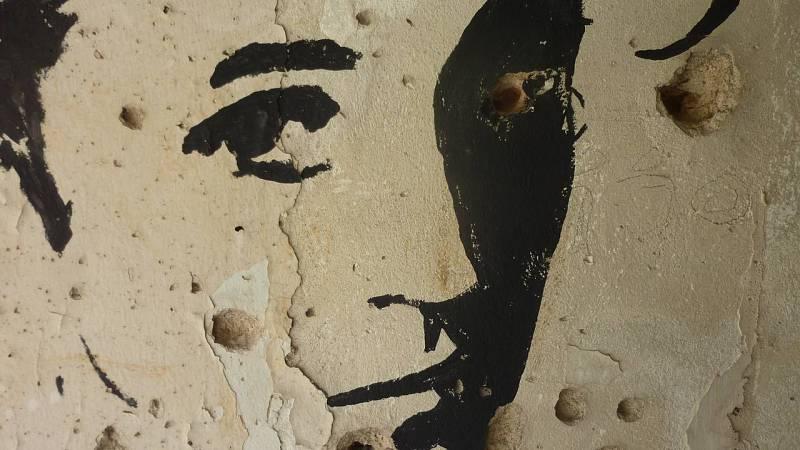 Pintada en edificio destruido