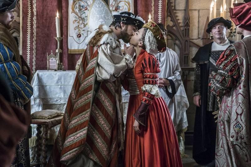 Francisco y Leonor sellan su compromiso con un beso