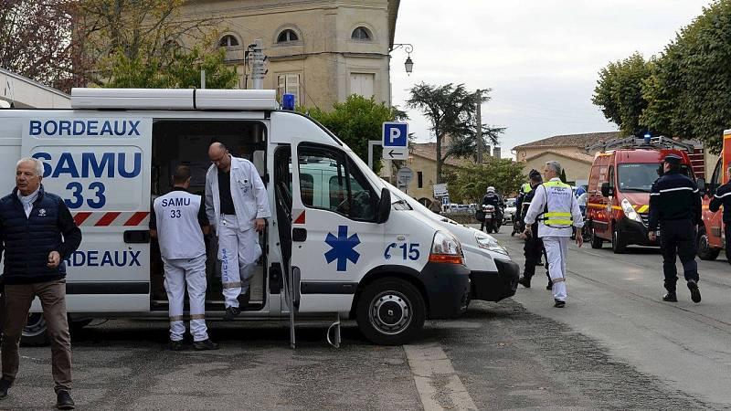 Equipos de emergencias en el lugar del accidente: Puisseguin, cerca de Libourne, región de La Gironda, en el suroeste de Francia. AFP PHOTO / MEHDI FEDOUACH
