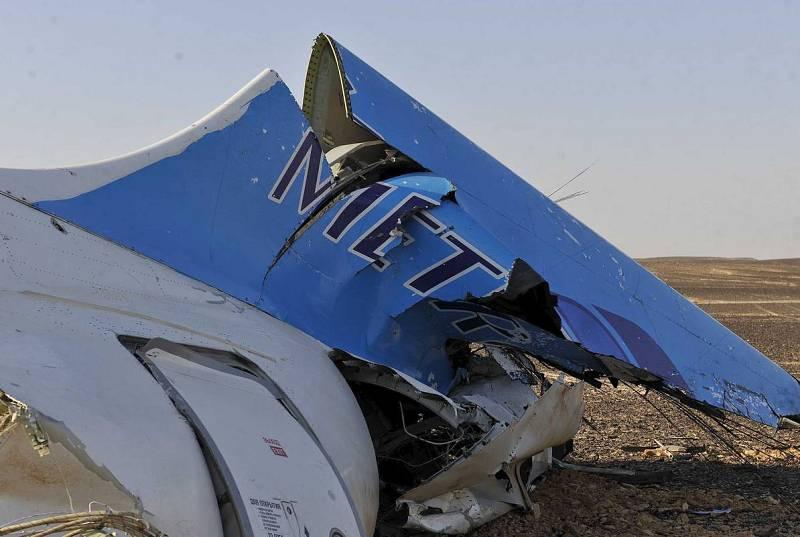 Restos del Airbus 321 estrellado en la península egipcia del Sinaí.