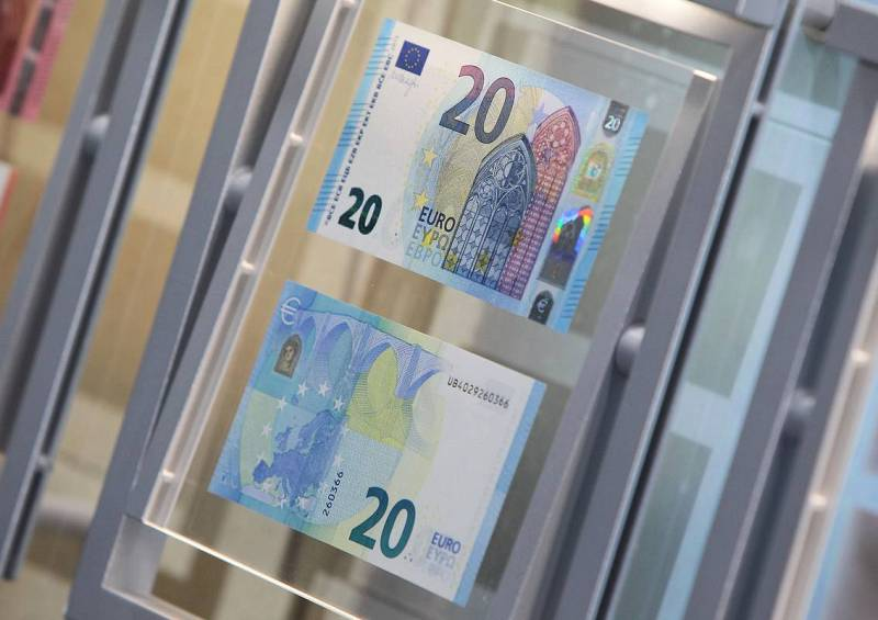 El nuevo billete de 20 euros expuesto en la sede del Banco Central Europeo en Fráncfort