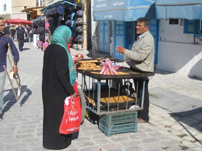 Vendedor de dulces en la medina de Kairouan.