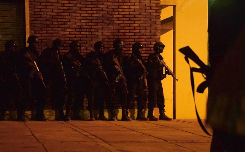 Soldados de Burkina Faso toman posiciones