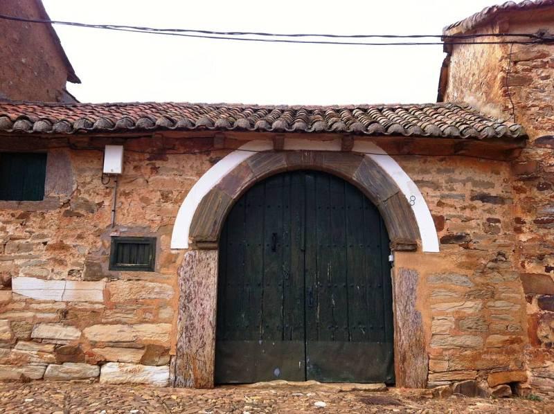 Portón típico de la arquitectura popular arriera