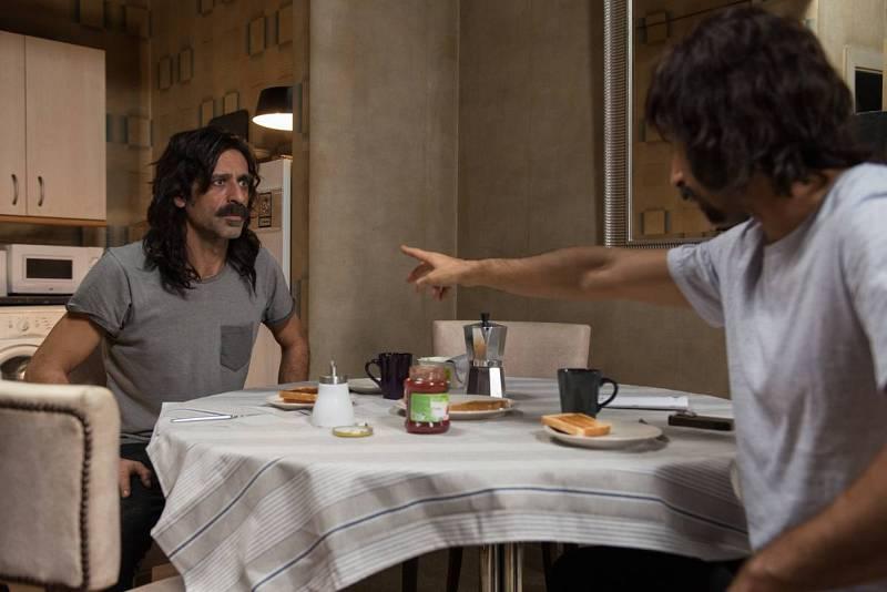 Pacino y Alonso charlan durante el desayuno