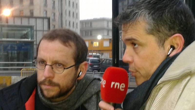 El corresponsal de RNE en Bruselas, Antonio Delgado, y Alfredo Menéndez.