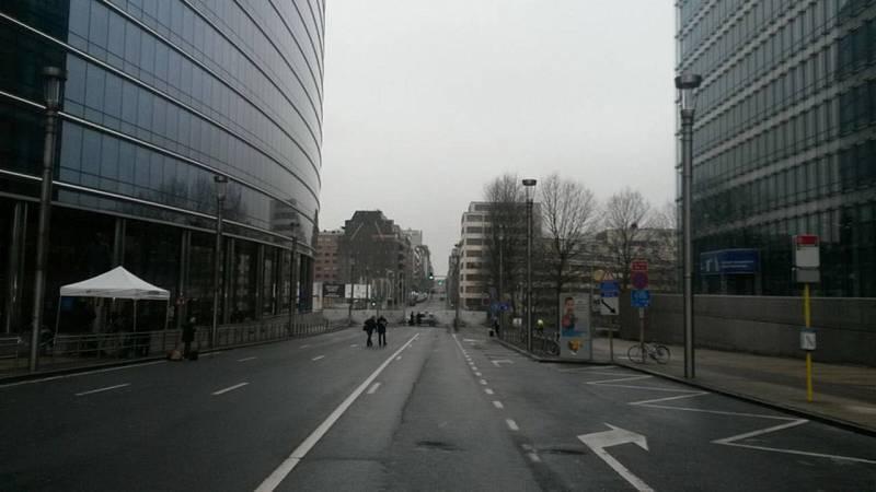 Las calles de las principales instituciones comunitarias amanecían vacías.