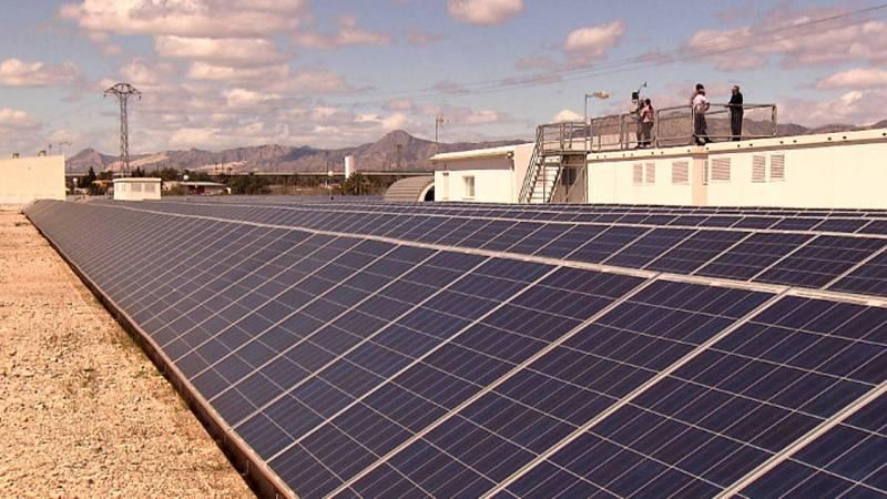 Huerto fotovoltaico El Realengo, perteneciente a los socios de la cooperatica eléctrica de Crevillent.