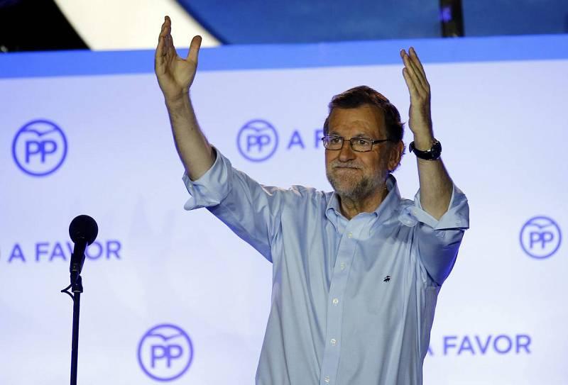 """El líder del PP, Mariano Rajoy, ha celebrado esta noche la victoria de su partido en las elecciones generales y tras subrayar que los 'populares' han conseguido el apoyo mayoritario de los votantes ha recalcado: que """"este partido se merece un respeto"""