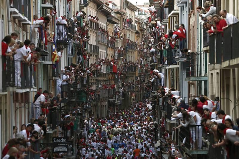 Balcones llenos de expectativa en el tercer encierro de San Fermín 2016