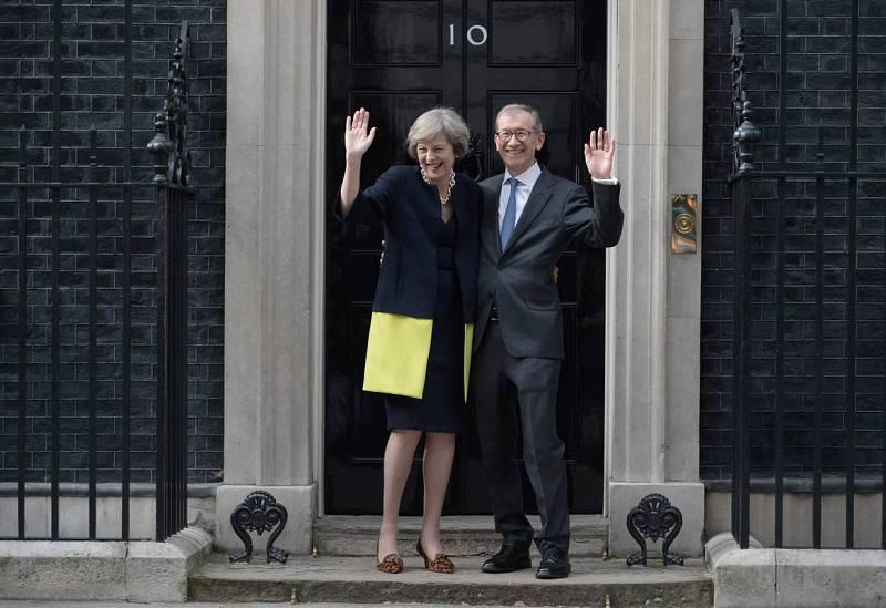 Theresa May y su marido 'toman posesión' del 10 de Downing Street