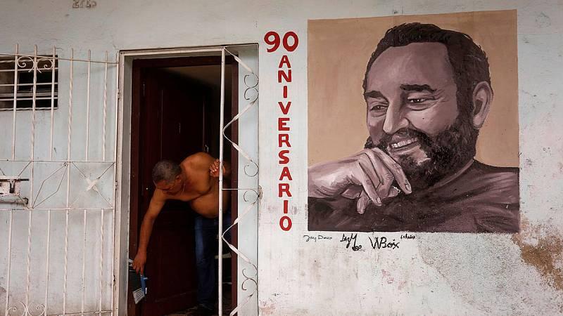 Un mural de Fidel Castro en su 90 cumpleaños