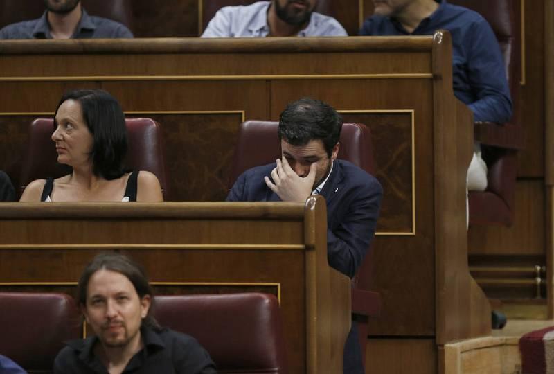 El líder de IU, Alberto Garzón, y la diputada de Podemos, Carolina Bescansa