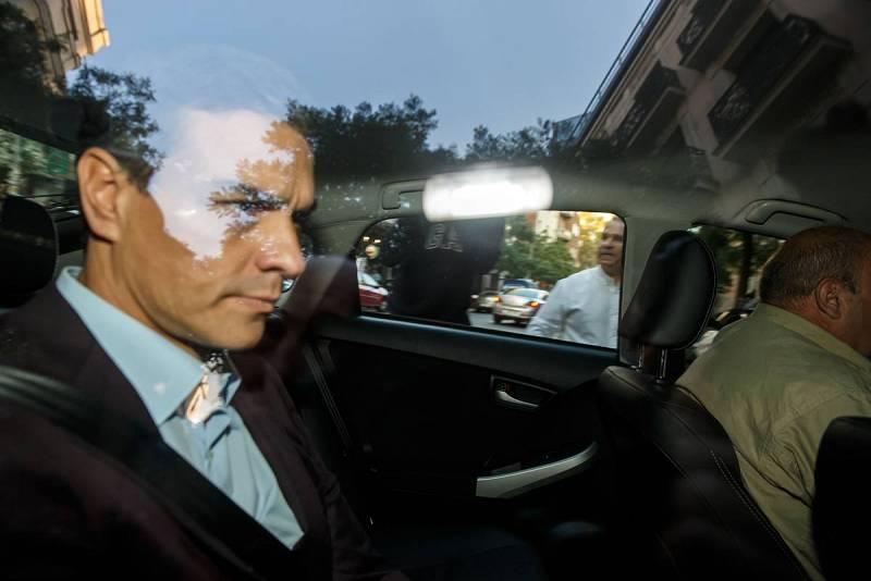 Pedro Sánchez llega a Ferraz en coche y entra por el garaje
